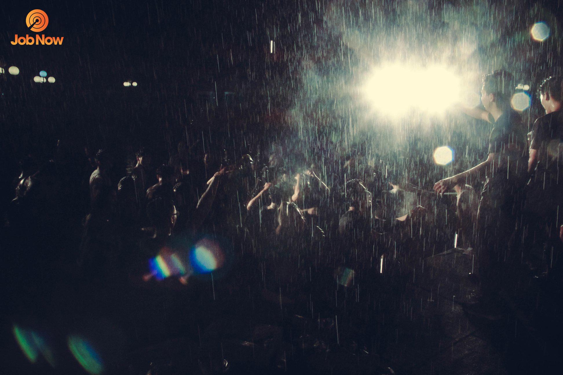 Tiết mục quẩy bia dưới mưa cùng DJ Tuấn Su