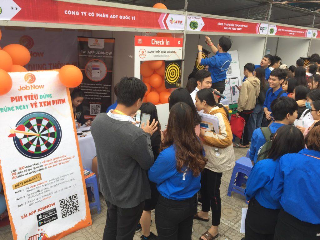 Sinh viên hào hứng tham gia Minigame vô cùng sôi động của JobNow